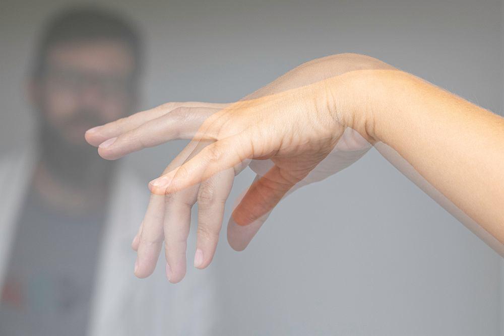 Jednym z objawów złośliwego zespołu neuroleptycznego są ruchy mimowolne
