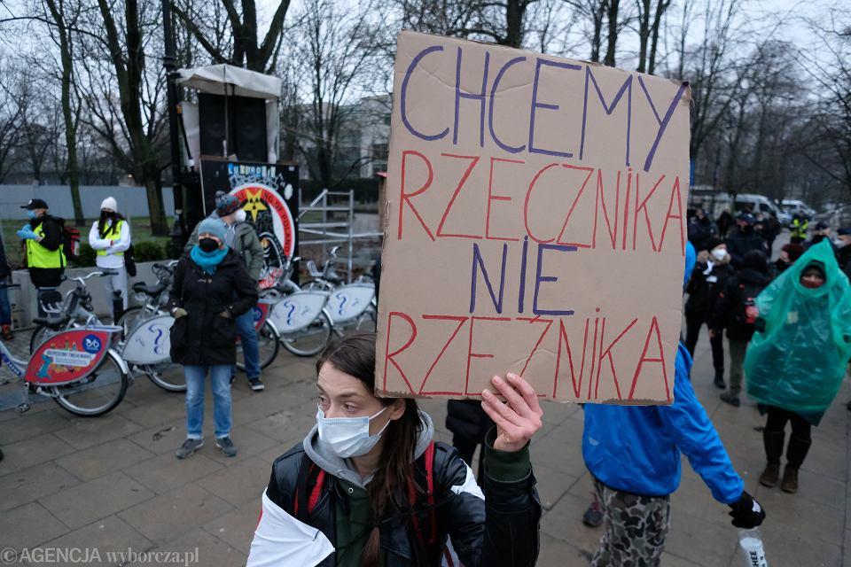 Protest przeciwko odwołaniu RPO Adam Bodnara pod Sejmem, 15 kwietnia 2021 r.