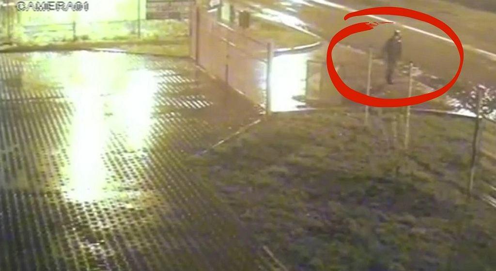 Kamery monitoringu uchwyciły zaginionego 19-latka
