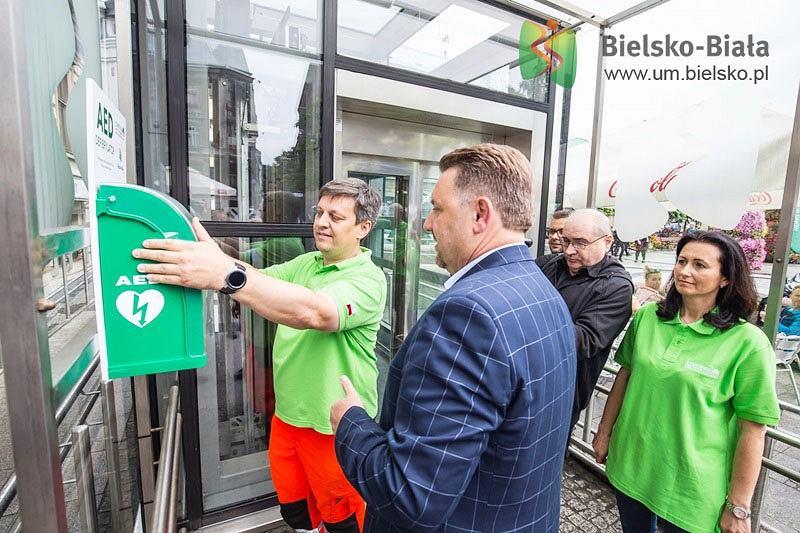 Na placu Chrobrego w Bielsku-Białej zamontowano defibrylator