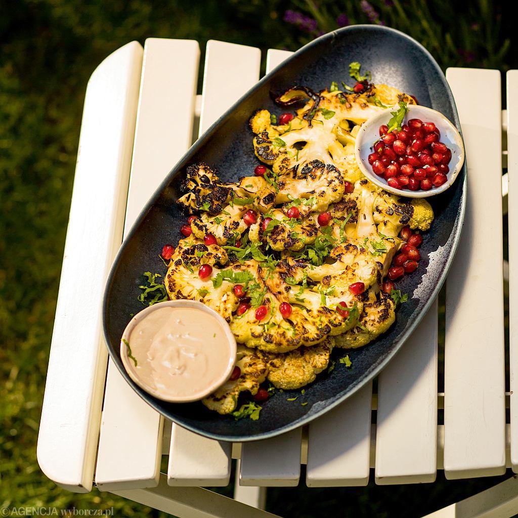 Grillowany kalafior w sosie sezamowym