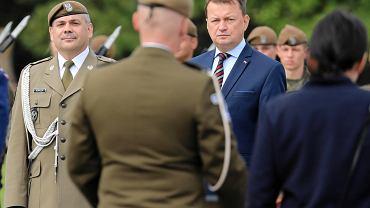 Dowódca WOT Wiesław Kukuła i minister obrony narodowej Mariusz Błaszczak