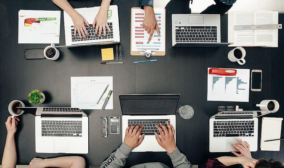 Firmy potrzebują usług hostingowych