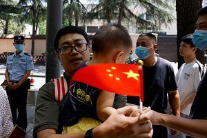 Amerykanie opuścili konsultat w Chengdu. Tłumy wymachiwały chińskimi flagami