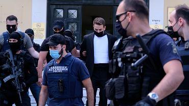 Ateny. Babis Anagnostopoulos eskortowany do sądu przez policję