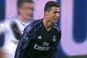"""""""Patrz, wyglądają jak dzieci..."""". Cristiano Ronaldo podsłuchany w meczu z Legią"""