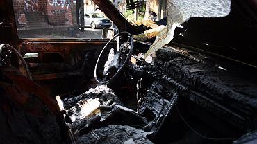 Spalony samochód. Zdjęcie ilustracyjne