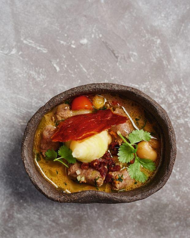 Zupa z fasoli i kiełbasy z pomidorami