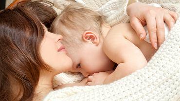 Co można jeść karmiąc piersią, by nie zaszkodzić dziecku, nie wywołać u niego alergii czy nietolerancji na dany produkt i by nie stracić pokarmu? To wiedza cenna dla każdej mamy karmiącej piersią.