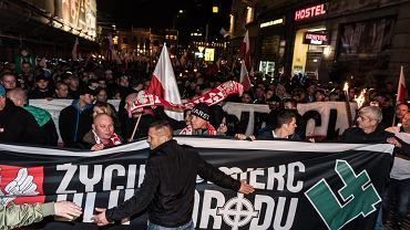 Narodowcy maszerują w zorganizowanym przez nich 'Marszu Polski Niepodległej'. Wrocław, 11 listopada 2018