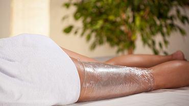 Body wrapping - czy istnieją przeciwwskazania do jego wykonania? Gdzie kupić odpowiednie kosmetyki? Jak je zrobić samodzielnie?