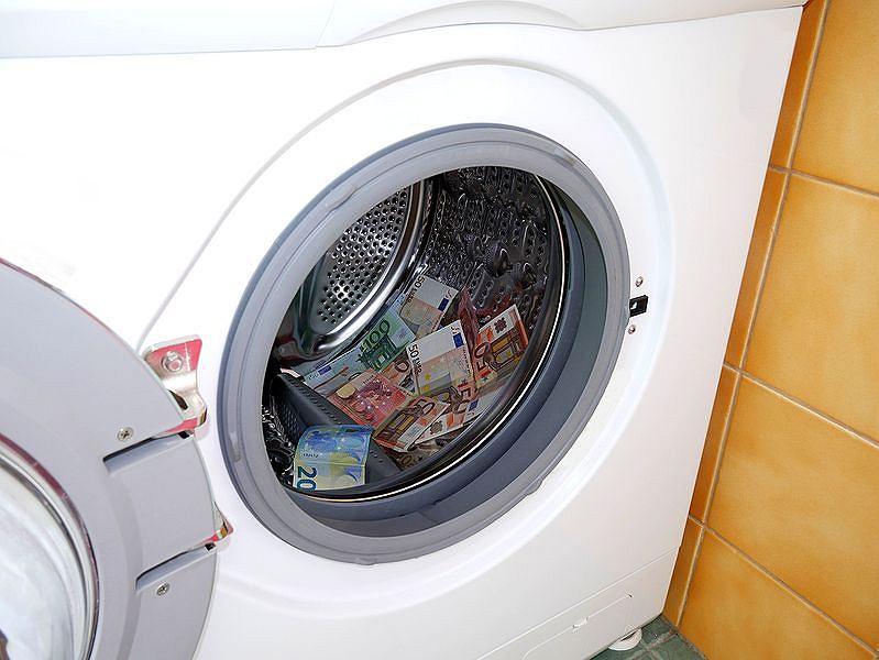 Prał brudne pieniądze i teraz trafi za kratki. W jego pralce policjanci znaleźli 350 tys. euro