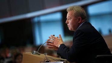 Janusz Wojciechowski odpowiada na pytania w Parlamencie Europejskim.