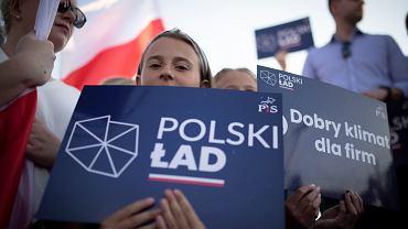 Tykocin. Premier Mateusz Morawiecki spotyka się z mieszkańcami województwa podlaskiego podczas pikniku rodzinnego. Agitacja programu 'POLSKI ŁAD'