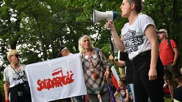 `Sejm RP w Warszawa, protesty na tylach sejmu w zwiazku z wprowadzeniem przez rzad ustaw o sadach