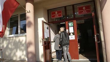 Wybory parlamentarne 2019. Komisja wyborcza w Ekonomiku przy ul. Długiej w Zielonej Górze