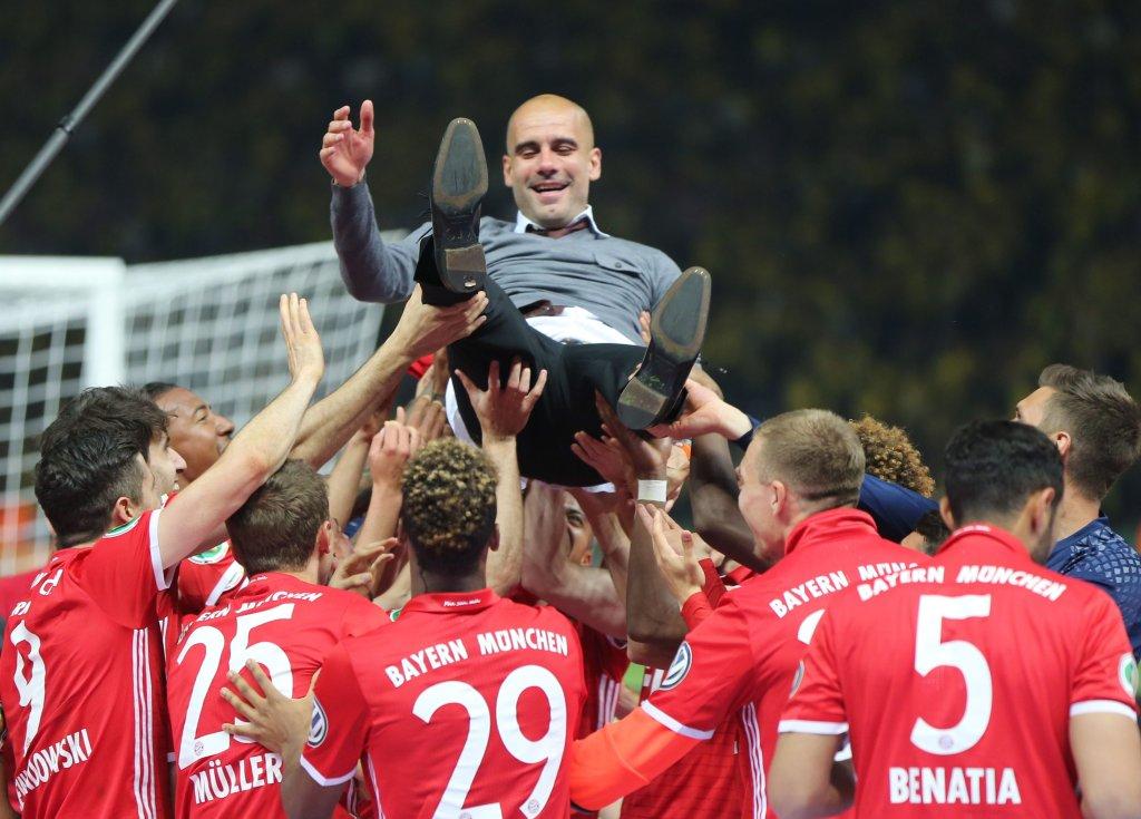 Bayern świętuje zdobycie Pucharu Niemiec. Monachijczycy pokonali Borussię Dortmund po rzutach karnych (0-0, 4-3)