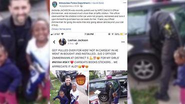 Policjant wręczył kobiecie foteliki dla dzieci do samochodu, zamiast dać mandat.