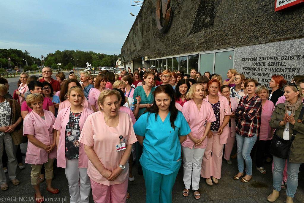 Protest w Centrum Zdrowia Dziecka. Środowa pikieta przed CZD