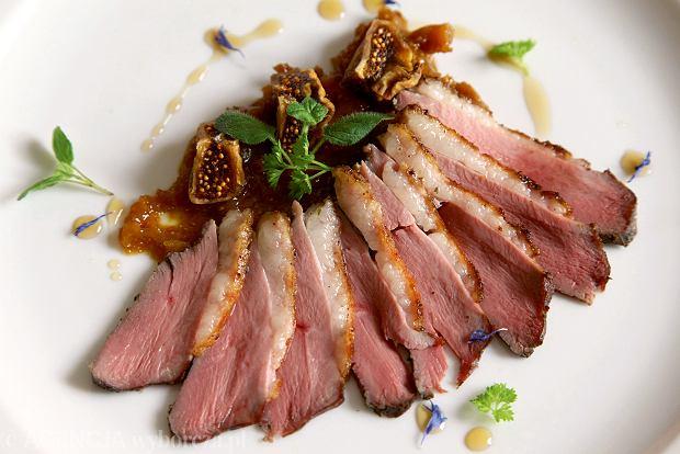 Długo pieczona pierś gęsi, propozycja restauracji Winnica