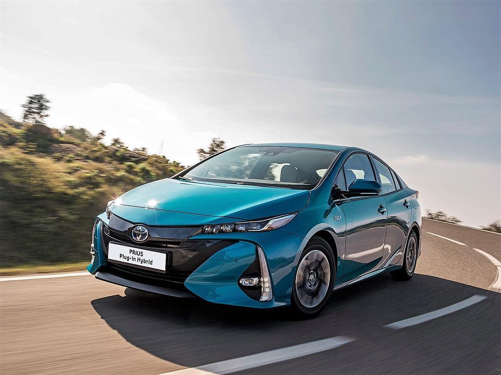 Toyota Prius Plug-in Hybrid spala poniżej 3 litrów benzyny na 100 km. W Polsce kosztuje 152 900 zł. Na świecie znalazła 80 tys. nabywców.