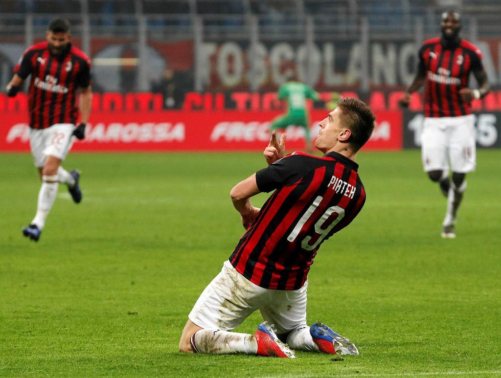 Krzysztof Piątek świętuje gola na 3:0 w meczu AC Milan - Cagliari