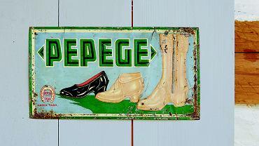 Jedna z reklam Polskiego Przemysłu Gumowego. Dzięki nim kalosze zaczęto u nas nazywać także pepegami.