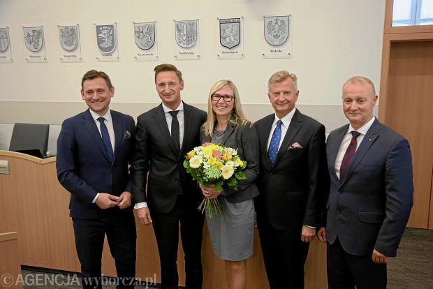 Zarząd województwa zachodniopomorskiego. Od lewej: Tomasz Sobieraj, Olgierd Geblewicz, Anna Bańkowska, Stanisław Wziątek i Olgierd Kustosz