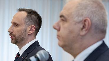Wiceminister aktywów państwowych Janusz Kowalski i minister aktywów państwowych Jacek Sasin, Warszawa 11.02.2020