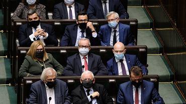 """Ile Kaczyński zarobi za 15 miesięcy pracy? """"Załapał się"""" na podwyżki, może chodzić o nawet 260 tys. zł"""