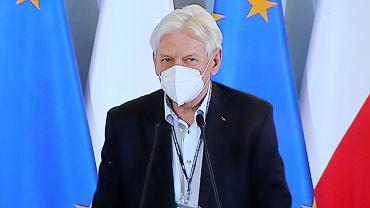 Prof. Andrzej Horban podczas zdalnej konferencji prasowej Premiera Mateusza Morawieckiego