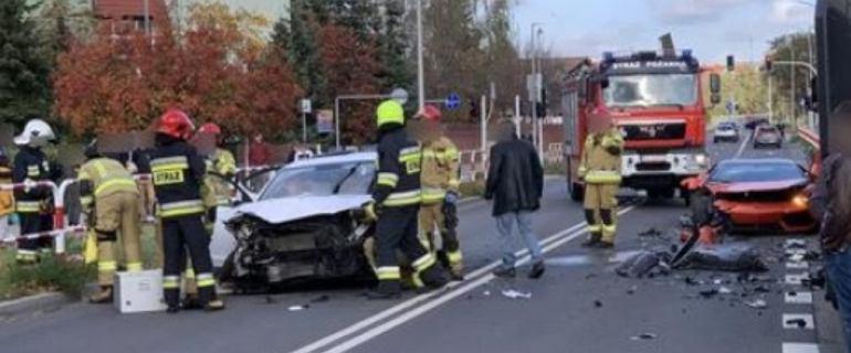 Koziegłowy. Wypadek z udziałem luksusowego auta. Jedna osoba w szpitalu