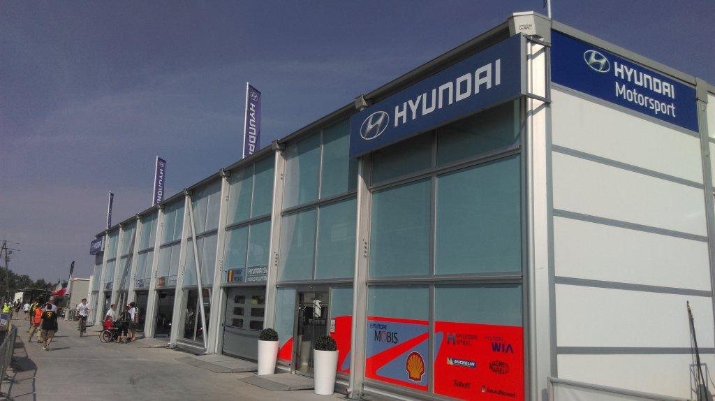 Efektowna siedziba Hyundai Motorsport podczas Rajdu Polski
