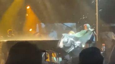 Elton John przerwał koncert. Zszedł ze sceny z eskortą, sprzęt został zniszczony