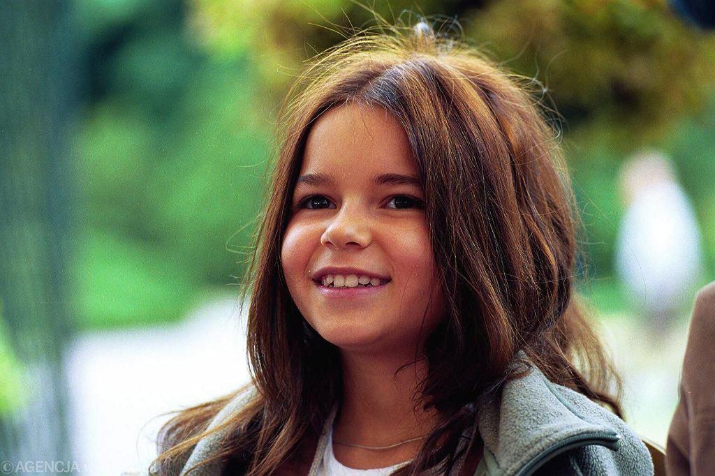 Pamiętacie małą Nel z 'W pustyni i w puszczy'? Dziś Karolina Sawka ma 28 lat i jest piękną kobietą. Pojawi się w serialu