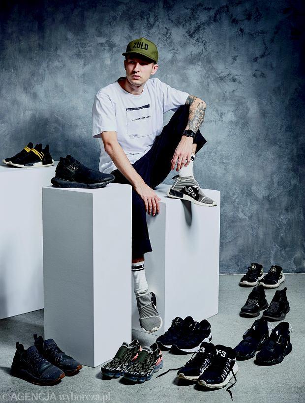 Zulukuki: 'Śledzę nowości na bieżąco, ale mnie szczególnie interesują buty, które mają w sobie jakieś nowości technologiczne. Fascynuje mnie to, jak marki podchodzą do designu i nowych rozwiązań. Z tego, co mam w swojej kolekcji, to np. Nike Lab model ACG ze stycznia zeszłego roku. Nie mają sznurówek, tylko linkę ze stoperem i magnetyczną klamrę. Lubię takie nietuzinkowe rozwiązania, chociaż na rynku masowym nie mają raczej racji bytu. Teraz marzą mi się buty Nike Mars Yard zaprojektowane przez Toma Sachsa. Wyglądają trochę jak buty dla kosmonauty, to jest druga edycja, ale już dziś wiadomo, że to będzie drogi i bardzo pożądany model [550 dol. - przyp. red.]. Myślę, że cena na rynku wtórnym sięgnie prawie 10 tys. zł'.
