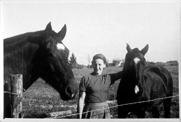 Emilie wśród ukochanych koni na farmie w Buenos Aires