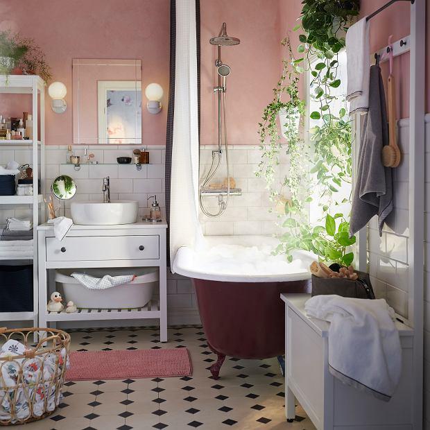 Przytulna łazienka z wanną i prysznicem