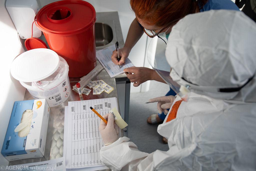 Mobilne laboratorium do pobierania probek do testów na koronawirusa