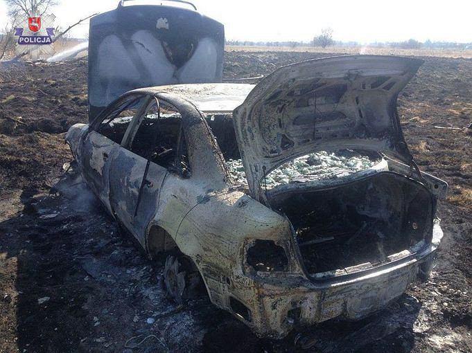 Chciał tylko wysuszyć ubranie, spalił sobie samochód