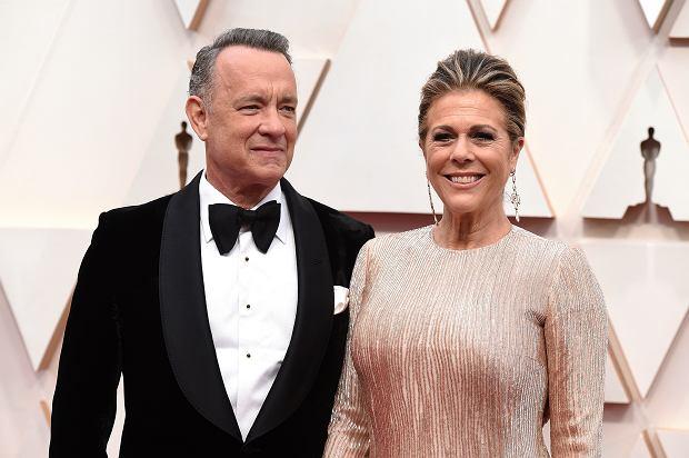 Tom Hanks przebywa obecnie z żoną w Australii, gdzie miał kręcić nowy film. Plany aktora zostały jednak pokrzyżowane przez koronawirusa.