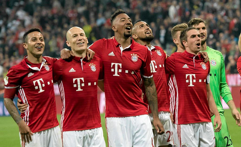 Front from left, Bayern's Thiago, Arjen Robben, Jerome Boateng, Arturo Vidal and Philipp Lahm celebrate after the German Bundesliga soccer match between FC Bayern Munich and Borussia Dortmund in Munich, Germany, Saturday, April 8, 2017. Munich defeated Dortmund by 4-1. (Sven Hoppe/dpa via AP)