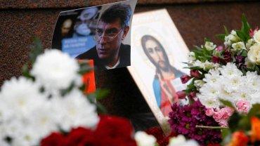 Rosjanie składają kwiaty na miejscu zabójstwa Niemcowa