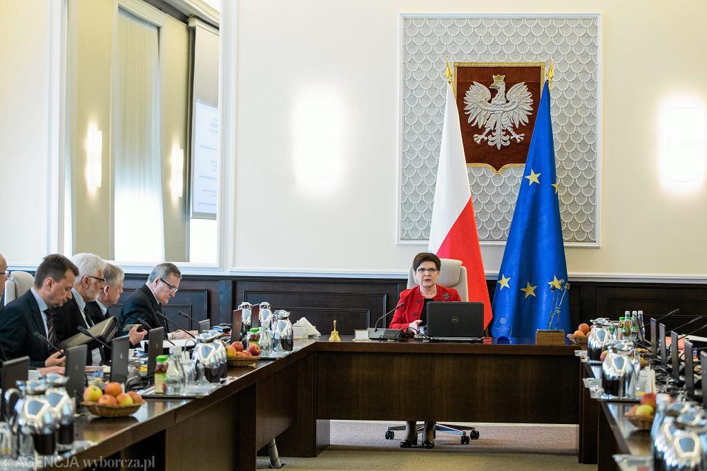Ministrowie wezwani do premier Szydło