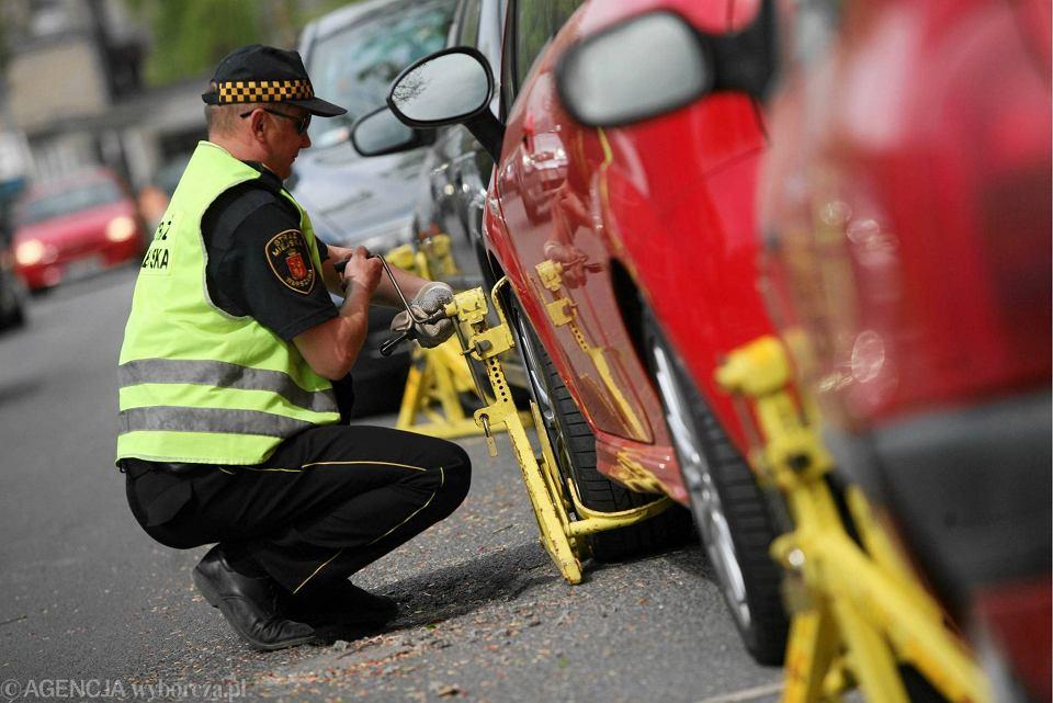 Średni czas oczekiwania na patrol straży miejskiej w grudniu ubiegłego roku wyniósł prawie 24 godziny.