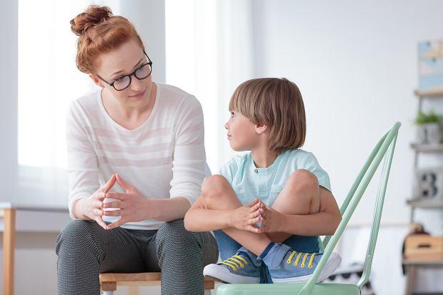 Jak rozmawiać z dzieckiem na trudne tematy?