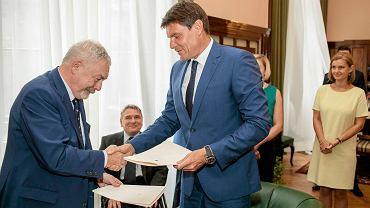 Minister sportu Adama Korol i prezydent Krakowa Jacek Majchrowski podpisali umowę o dofinansowaniu budowy hali 100-lecia Cracovii