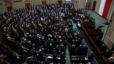 Sejm przyjął poprawki Senatu do nowelizacji Kodeksu karnego dotyczącej kar za pedofilię