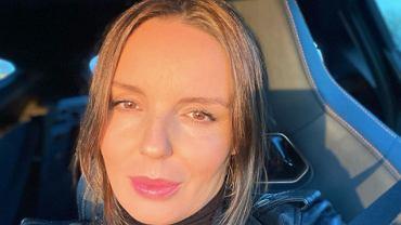 Agnieszka Włodarczyk chwali się ciążowym brzuchem w obcisłych ogrodniczkach