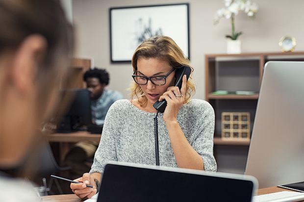 Martyna straciła pracę jako producentka telewizyjna, zatrudniła się na recepcji w korporacji (fot: Shutterstock.com)